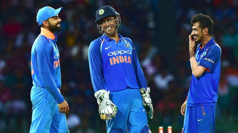 MS Dhoni shouts at Dinesh Karthik