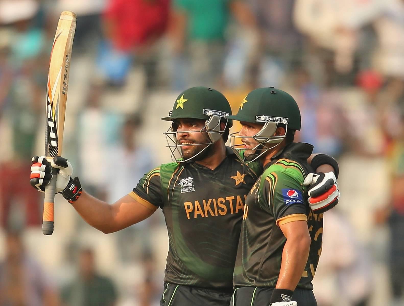 Kamran Akmal misses Umar Akmal's stumping chance