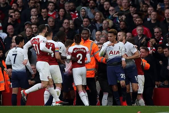 Arsenal-Tottenham players fight