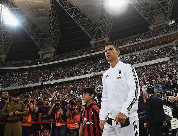 Cristiano Ronaldo does treadmill dance and fall over