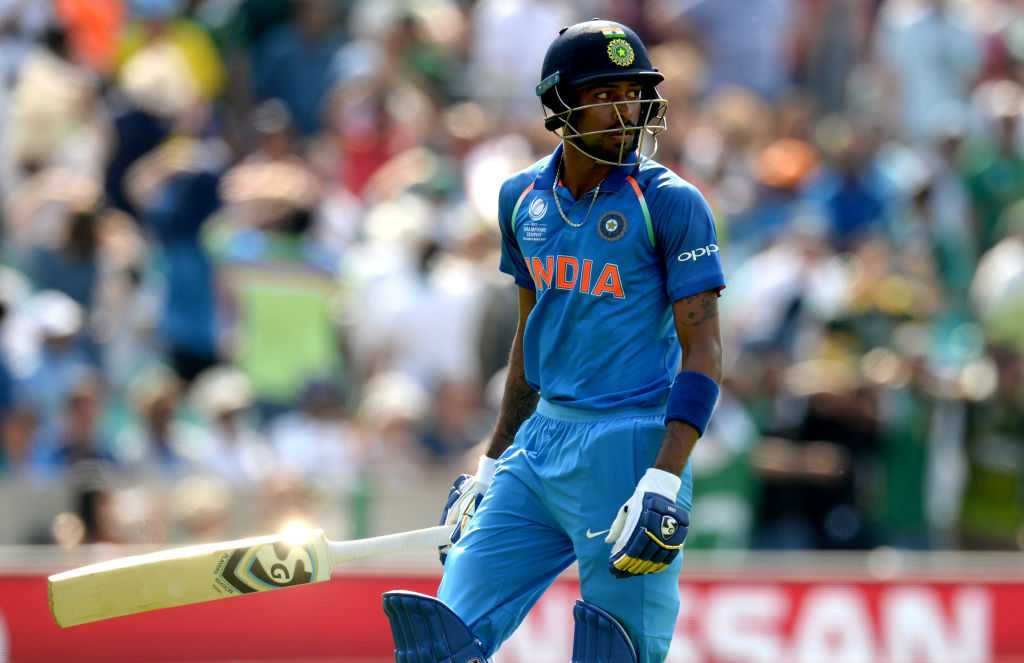 Pandya apologises to Dhoni and Shastri