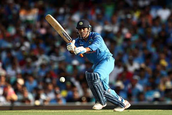 MS Dhoni acknowledges the crowd