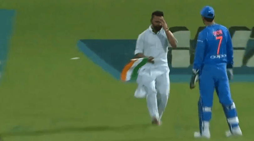 MS Dhoni prevents the Indian flag