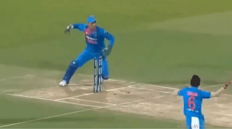 MS Dhoni affects two run-outs on one delivery