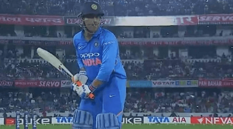 Twitter reactions on MS Dhoni not using Spartan bat