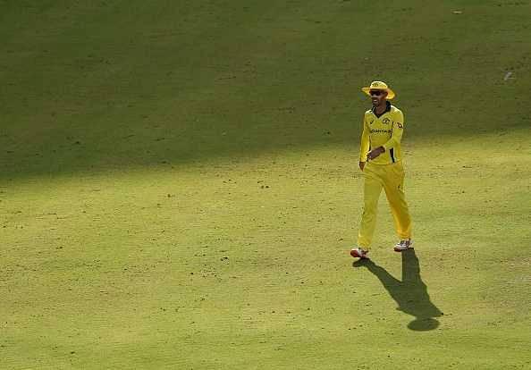 Maxwell breaches fake fielding rule
