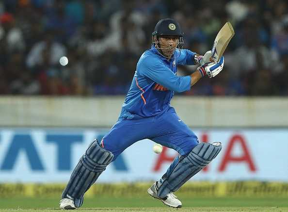 Dhoni and other Indian batsmen take Sixes Challenge