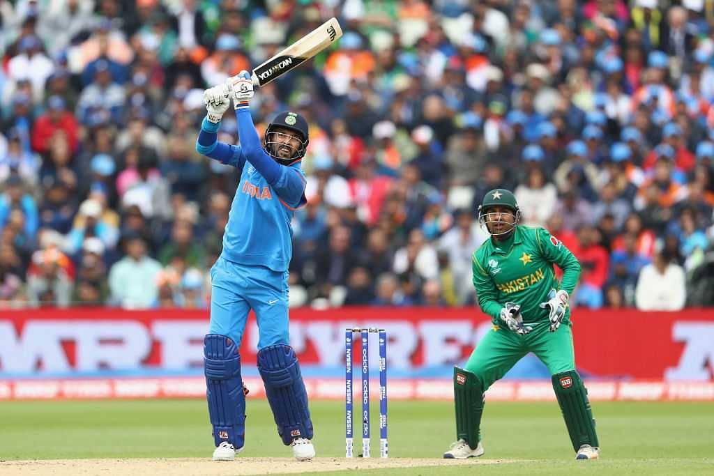 Yuvraj Singh emulates MS Dhoni's Helicopter Shot