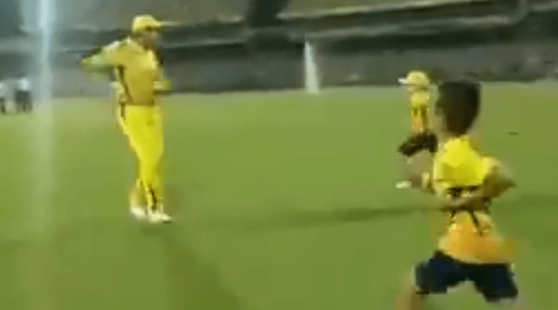 Dhoni races with Shane Watson and Imran Tahir