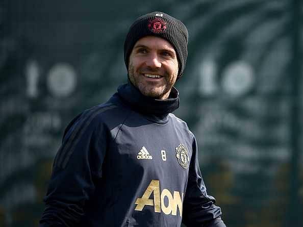 Juan Mata: Man Utd offers new deal to midfielder but Mata's father hints at move away