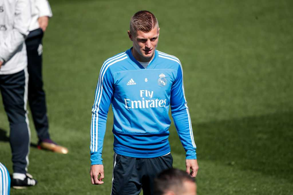 Real Madrid star midfielder signs a contract extension with Los Blancos
