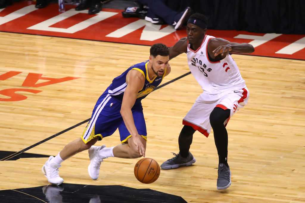 Klay Thompson injury: Warriors stars limps off in Game 2 of NBA finals vs Toronto Raptors