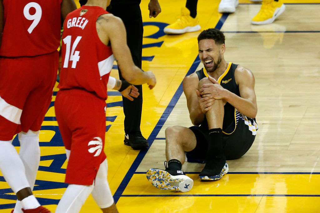Klay Thompson injury: Klay forced out with a knee injury, returns to court to take free throws