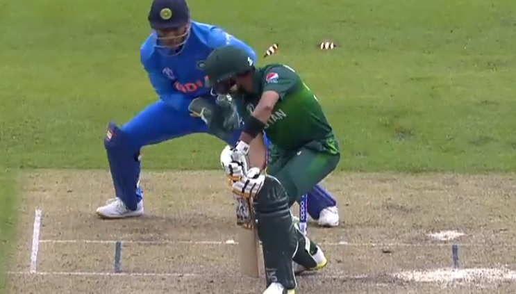 Babar Azam bowled by Kuldeep Yadav: Watch Indian spinner knock Azam over with a beautiful delivery during India vs Pakistan match