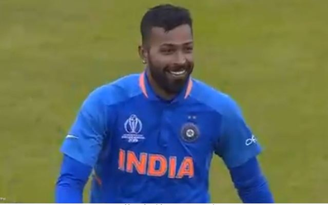 Hardik Pandya laughs at Sarfaraz Ahmed after he outfoxes him with a surprise bouncer | India vs Pakistan