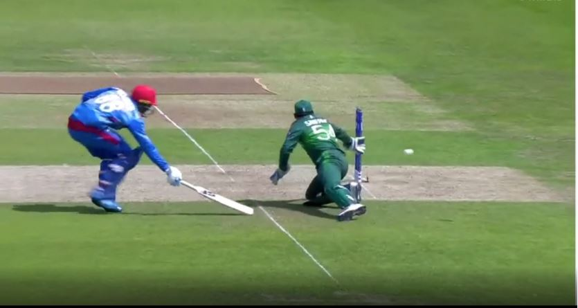 WATCH: Sarfaraz Ahmed faces an embarrassing situation as he fails to execute the no-look run out vs Afghanistan