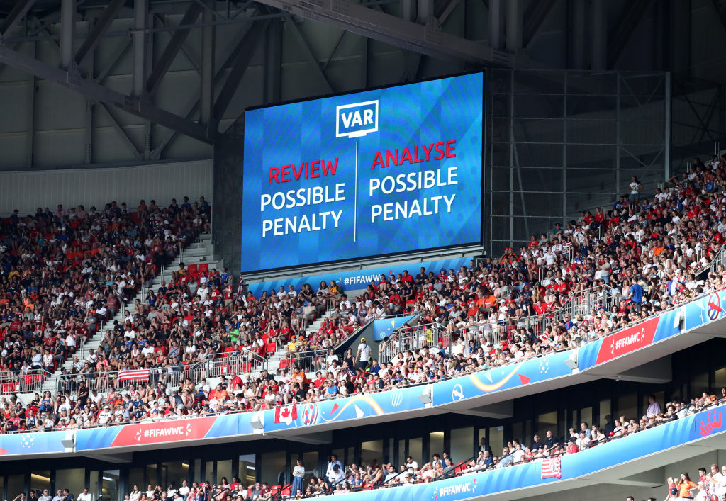 Referee's chief in England to take steps to prevent VAR to spoil Premier league games