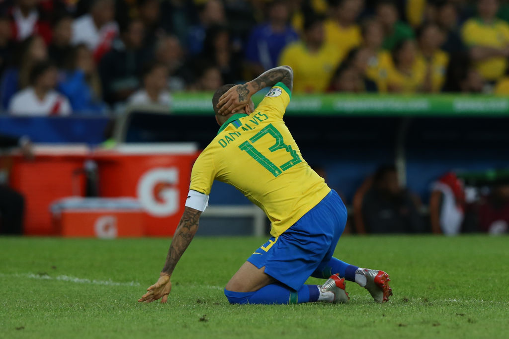 Dani Alves pleads with Social Media to help him find a new club