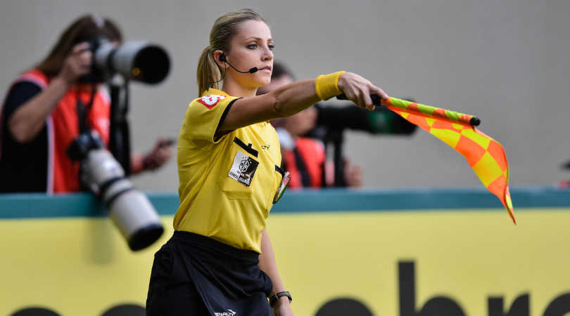 Watch: Referee Fernanda Colombo trolls player with a handkerchief
