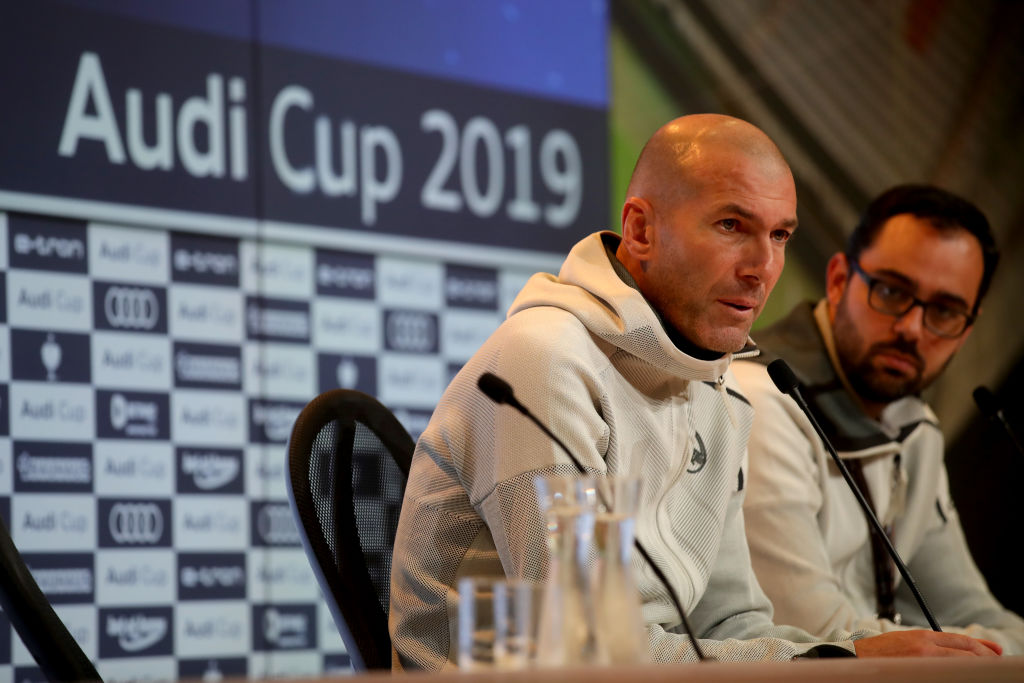 Zinedine Zidane reacts to Gareth Bale playing golf during Real Madrid's loss to Tottenham
