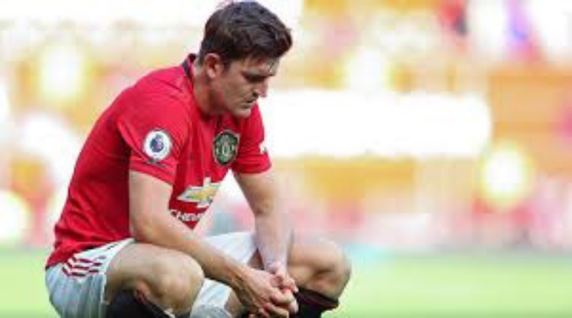 Man Utd fan mocks Harry Maguire for running like he's answering the phone while wearing a towel