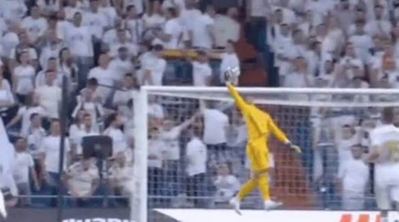 Alphonse Areola makes a one-handed catch in the Real Madrid vs Osasuna match last night