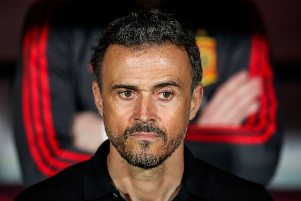 Romanian fans boo and chant during one minute silence for late Luis Enrique's daughter