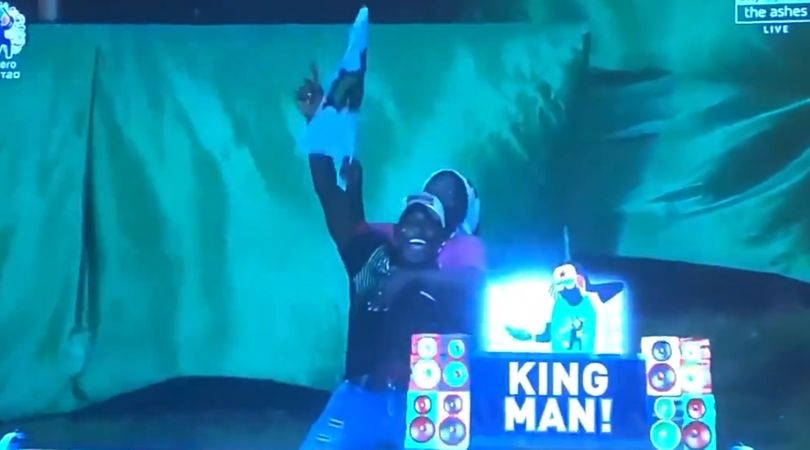 Spectator makes an incredible catch while holding two beers in one hand in CPL 2019