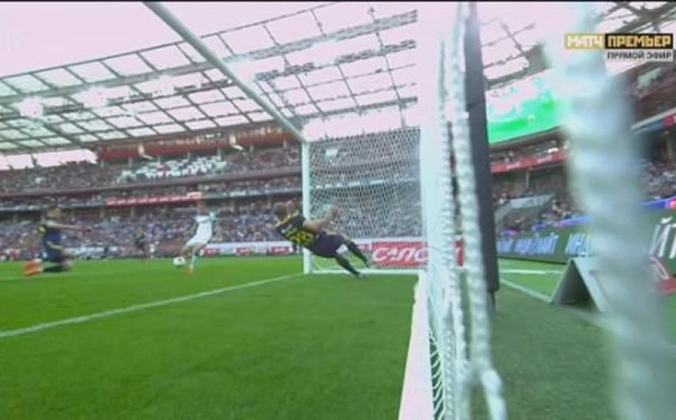 Evgeni Chernov pulls an incredible goal-line clearance in Russian Premier League