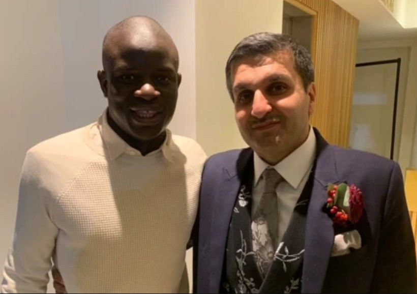 Liverpool fan tries to convince N'Golo Kante to join the Reds at a wedding and his reaction is adorable