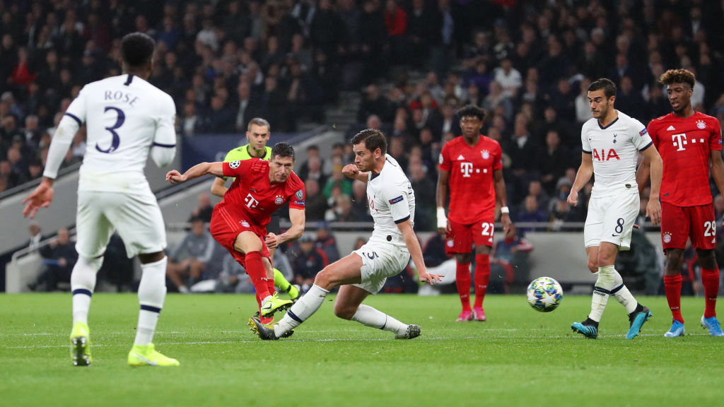 Robert Lewandowski produces beautiful piece of skill before scoring a splendid goal against tottenham Hotspurs