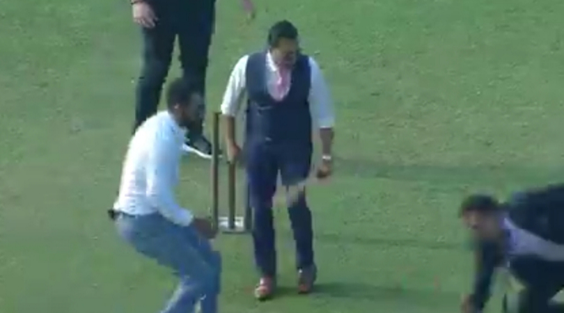 Watch Aakash Chopra fails to defend the ball while playing gully cricket