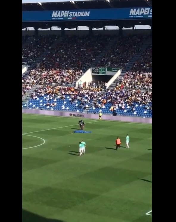 WATCH : Man Lands On The Pitch In A Parachute During Inter Milan's Encounter in Serie A