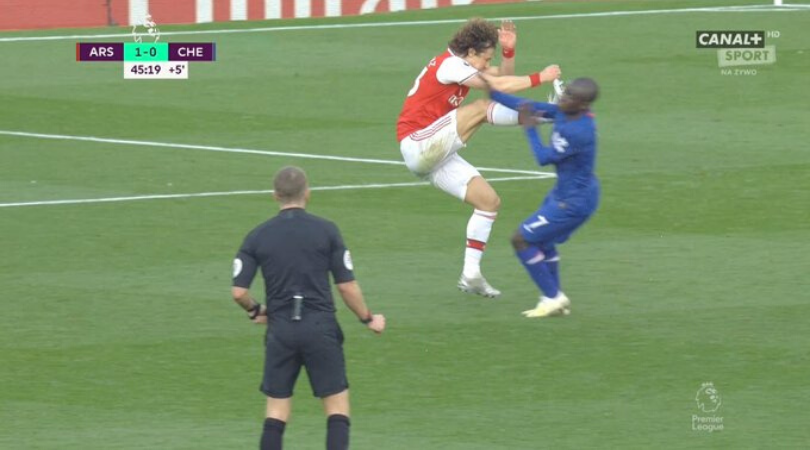David Luiz got away with a vicious challenge on N'Golo Kante during Arsenal vs Chelsea