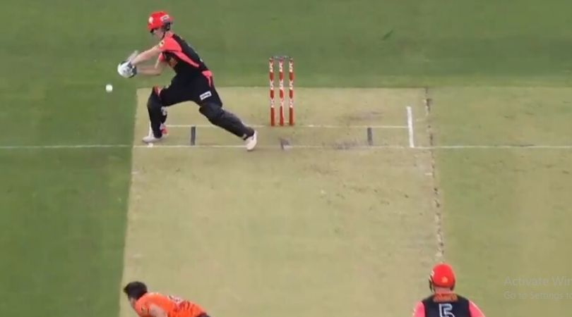 WATCH: Sam Harper prepares for ramp shot but plays cut after Kane Richardson pitches ball outside the pitch