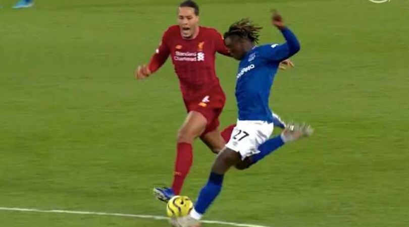 Virgil Van hilariously shouted at Moise Kean to put him off his game during the Merseyside derby
