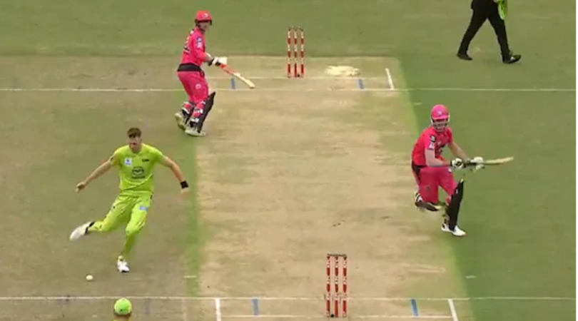 Chris Morris exhibits elite footwork to seal brilliant run out in BBL match