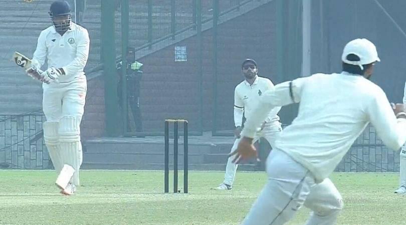 WATCH: Kulwant Khejroliya breaks Wasim Jaffer's bat into two pieces in Ranji Trophy