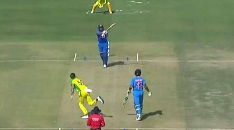 Watch: Rohit Sharma hits tennis forehand boundary against Australia
