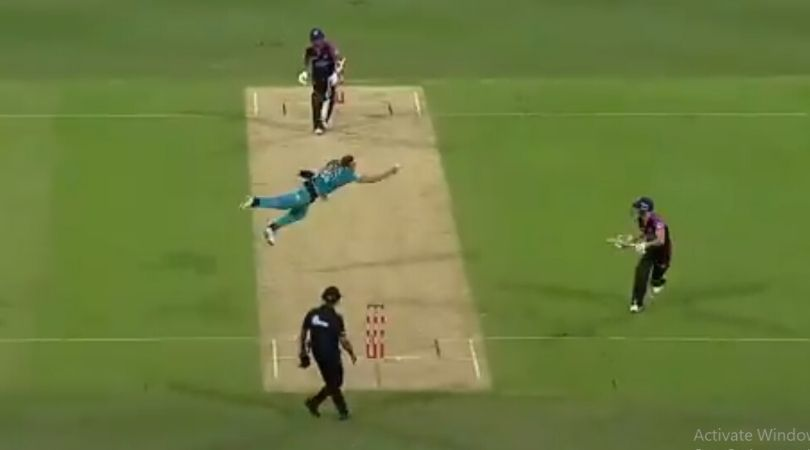 WATCH: Ben Laughlin registers sensational caught and bowled to dismiss Clive Rose in BBL 2019-20