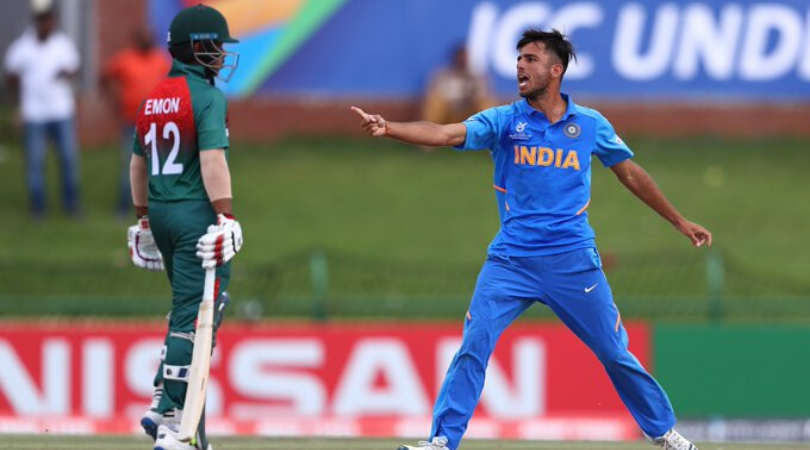 Ravi Bishnoi gives a send off to Towhid Hridoy in the U19 Cricket World Cup final