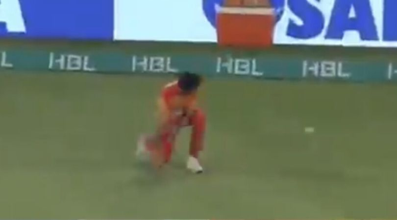 WATCH: Akif Javed gifts boundary to Imad Wasim due to substandard fielding in PSL 2020