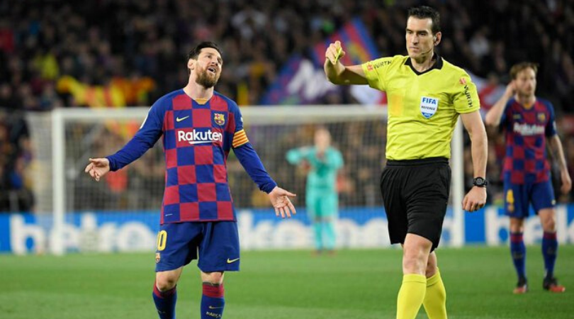 Lionel Messi free kick foiled by Real Sociedad's ingenious tactic