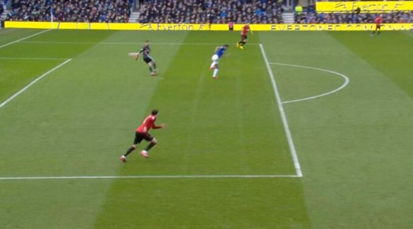 David De Gea howler Vs Everton: Watch Spanish goalkeeper's horrible mistake during Dominic Calvert Lewin's goal