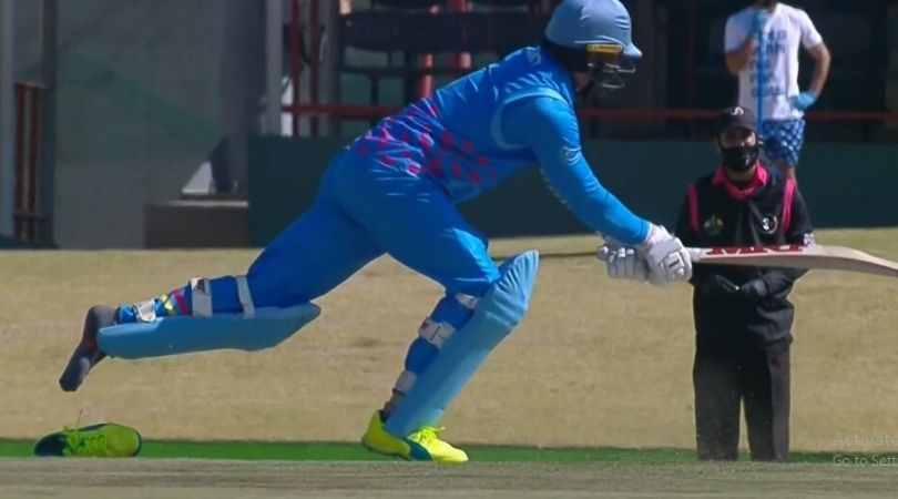 AB de Villiers latest match: De Villiers loses shoe while batting against Thando Ntini in 3 Team Cricket