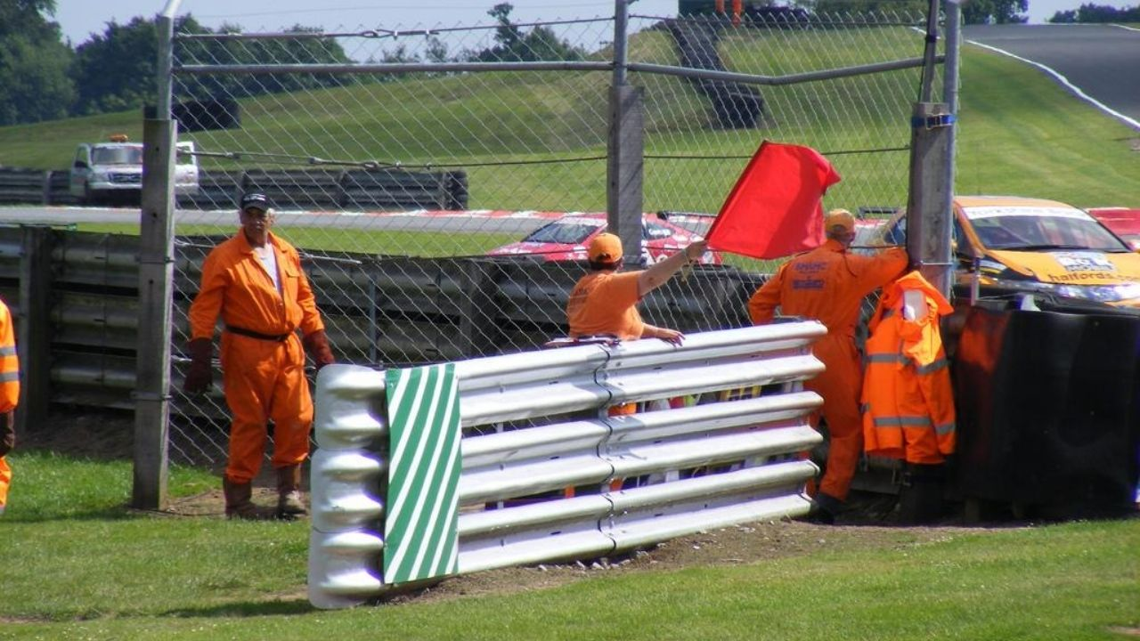 F1 Marshalls : How to become a Formula 1 Marshall, what are the roles available?