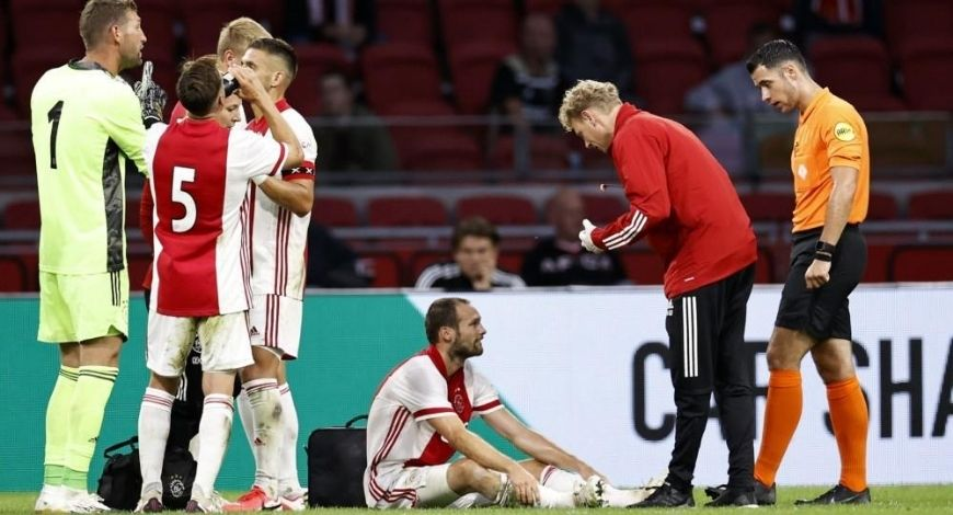 Daley Blind collapses on pitch during playing match for Ajax