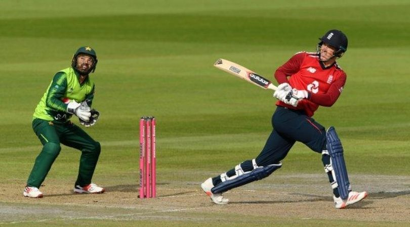Tom Banton: Watch English opener hits monstrous reverse sweep off Imad Wasim in Manchester T20I