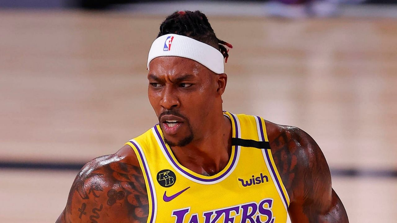 Dwight Howard called out by referee for obscenity