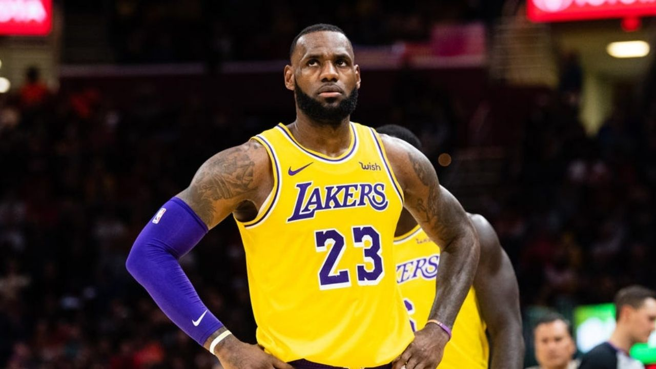 Is LeBron James playing tonight vs Rockets